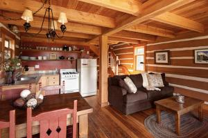 One-Bedroom Cottage with Loft - Unit R