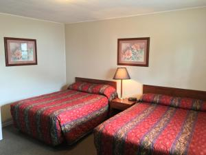 Room with Two Double Beds - Drive-Up Access