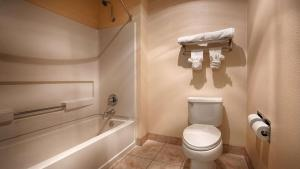 King Suite with Bathtub - Disability Access/Non-Smoking