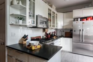 Two-Bedroom Apartment - President Place