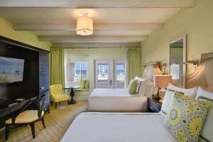 Deluxe Queen Room with Ocean View