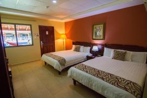 Cabaña (Room with Pool Access)