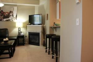One-Bedroom Apartment - 1121 6th Avenue Southwest - Discovery 1603