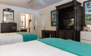Double Room with Two Double Beds - Poolside View