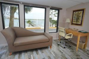 Superior King Room with Bay View