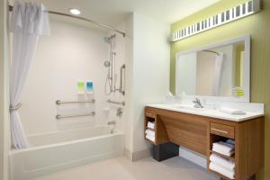 Queen Suite - Disability Access with Bathtub/Non-Smoking