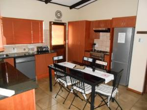 Three-Bedroom Cottage - Coral Tree Cottage