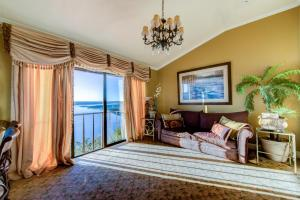 King Suite with Lake View