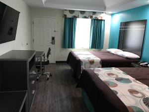 Double Room with Two Double Beds and Kitchen - Smoking