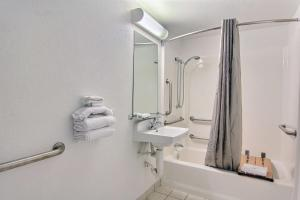 Deluxe Double Room with Two Double Beds - Disability Access