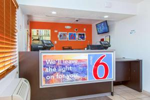 Motel 6 Phoenix Airport - 24th Street, Hotels  Phoenix - big - 47