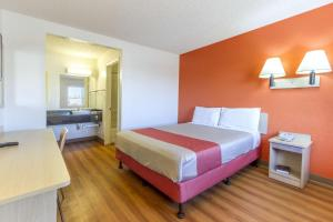 Motel 6 Phoenix Airport - 24th Street, Hotels  Phoenix - big - 35