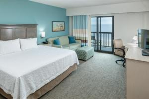 King Room with Balcony - Ocean Front/Hearing Accessible