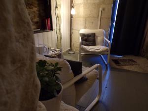 Les Troglos de Beaulieu, Bed and Breakfasts  Loches - big - 32