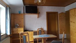 Landhaus Neubauer - Zimmer, Bed and breakfasts  Millstatt - big - 32