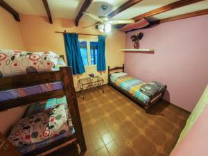 Mixed Triple Room with Shared Bathroom