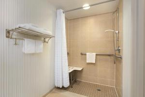 Queen Room - Hearing Accessible with Roll-In Shower