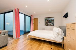 Crashpads Shoreditch Loft with Private Courtyard