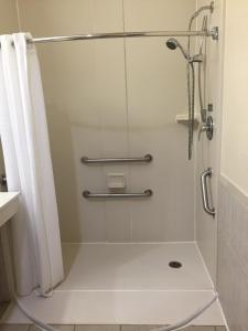 King Room with BathTub - Disability Access