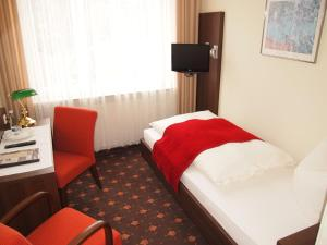 Hotel Fidelitas, Vendégházak  Bad Herrenalb - big - 5