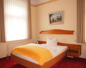 Hotel Fidelitas, Vendégházak  Bad Herrenalb - big - 2