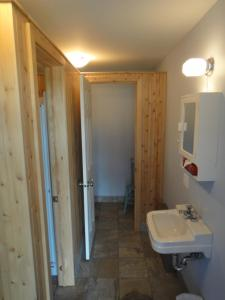 Single Room with Shared Shower and private Toilet