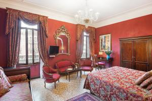 Luxury Double Room - Grand Canal View