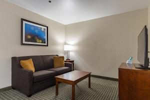 King Suite with Roll-In Shower - Disability Access/Non-Smoking