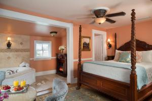 Queen Room with Spa Bath (Stephanie's Hideaway)