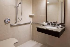 Double Room with Two Double Beds - Disability Access - Roll In Shower/Non-Smoking