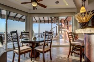 Penthouse Three-Bedroom Apartment - Beachfront