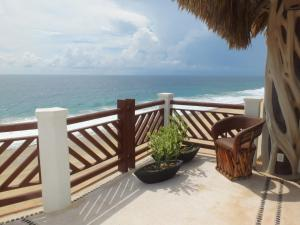 Penthouse Four-Bedroom Apartment - Beachfront