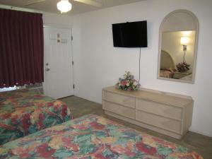 Room with Two Queen Beds and Ocean View and Kitchenette