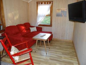 Two-Bedroom House (4 adults) Cabin 10