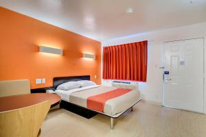Queen Room with One Queen Bed - Disability Access