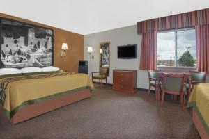 King Suite with Two King Beds - Disability Access/Non-Smoking
