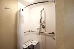 Queen Room with Two Queen Beds - Hearing Accessible/Roll in Shower - Non-Smoking