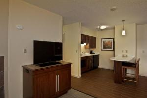 One-Bedroom King Suite with Kitchen - Non-Smoking