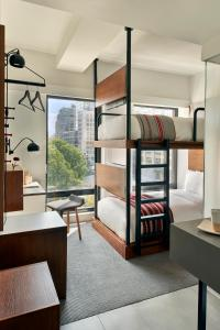 Twin Bunk Room Two Beds with City View