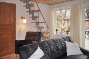 Four-Bedroom Holiday Home Tane with a Sauna 03, Holiday homes  Blåvand - big - 26