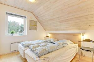 Four-Bedroom Holiday Home Tane with a Sauna 03, Holiday homes  Blåvand - big - 12