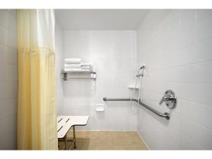 King Suite - Disability Access with Roll-in Shower