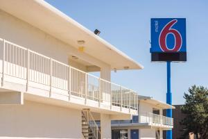 Motel 6 Reno West, Отели  Рено - big - 59
