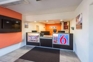 Motel 6 Reno West, Отели  Рено - big - 57