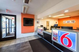 Motel 6 Reno West, Отели  Рено - big - 56
