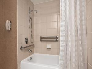 King Suite - Disability Access with Tub/Non-Smoking
