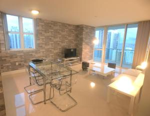 Two-Bedroom Apartment with Sea View 3412