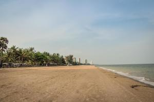 Sandy Beach Condo 15E, Appartamenti  Petchaburi - big - 7