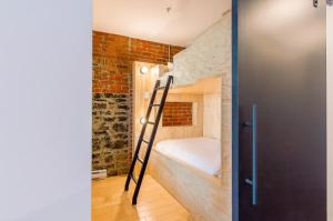 Two-Bedroom Apartment with Bunk Bed and City View