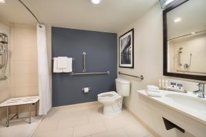 King Room with Shower - Hearing Accessible